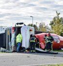 chauffeur gewond na kantelen vrachtwagen