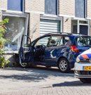 Automobilist rijdt tegen gevel van eigen woning
