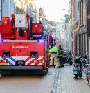 Brandweer haalt mensen van balkon bij woningbrand Visserstraat